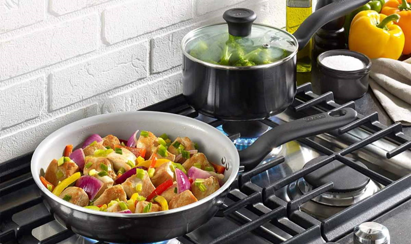 ceramic-pan-with-vegetables